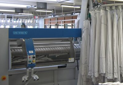 Jenrail 2000 Automatic   PAPAGEORGAKIS BROS, est. 1972 in Athens, Greece, represents a number of industries in the laundry sector, and equips hospitals, hotels, laundries, ships, organisations and industries with laundry-related products throughout Greece. Αφοί Παπαγεωργάκη: Επαγγελματικά πλυντήρια, Εξοπλισμός στεγνοκαθαριστηρίων, Μηχανήματα καθαριστηρίων, Σιδερωτήρια, Σιδηρωτικοί Κύλινδροι, Στεγνωτήρια, Μηχανήματα πλύσεως ιματισμού, Διπλωτικές μηχανές, Τροφοδοτικές μηχανές, Στεγνοκαθαριστήρια, Πλυντήρια-τούνελ